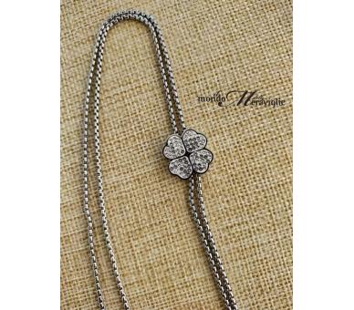 Lunga collana in acciaio con quadrifoglio